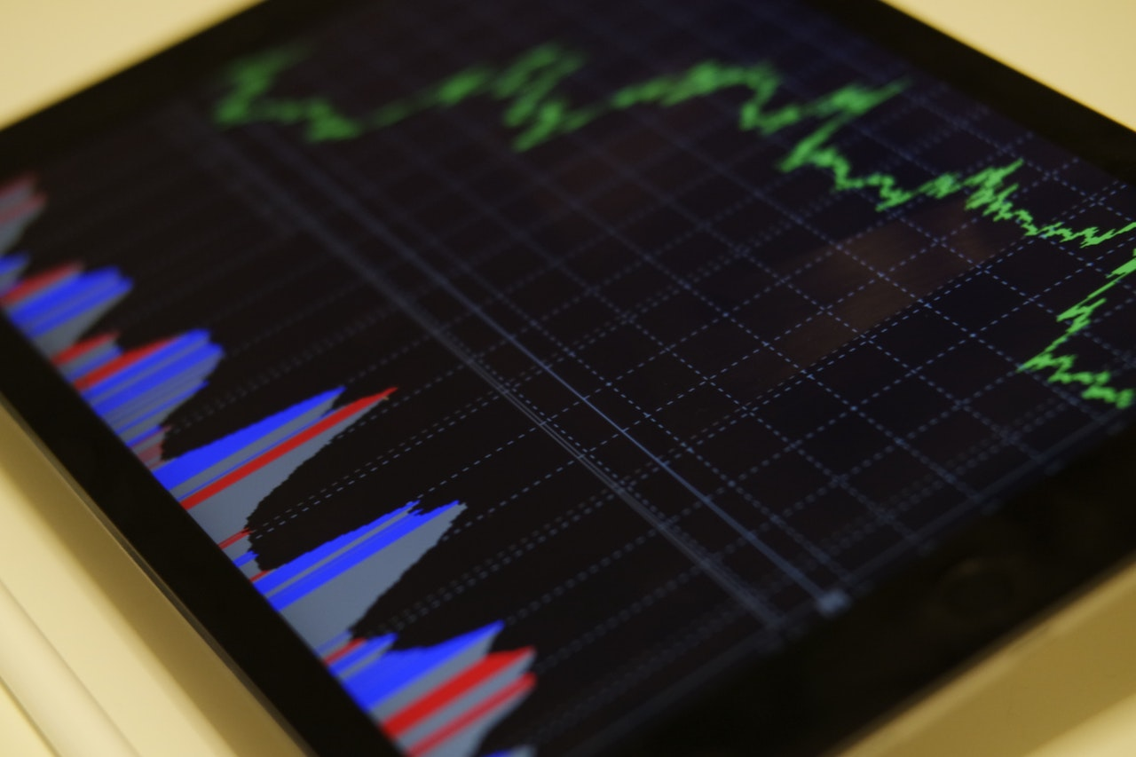 Image of graph on electronic device - Dr Samuel Barbos da Cunha