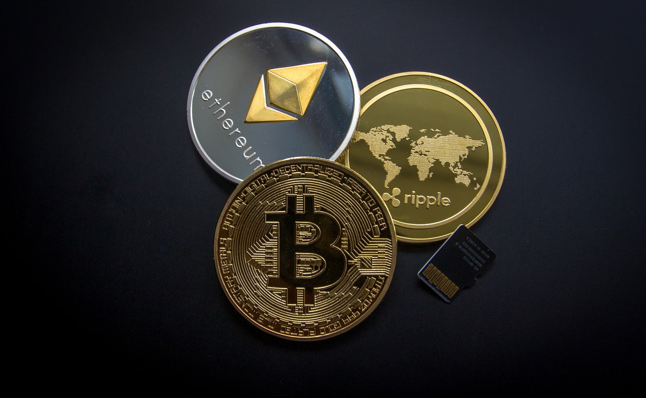 Different cryptocurrency coins - Samuel Barbosa da Cunha